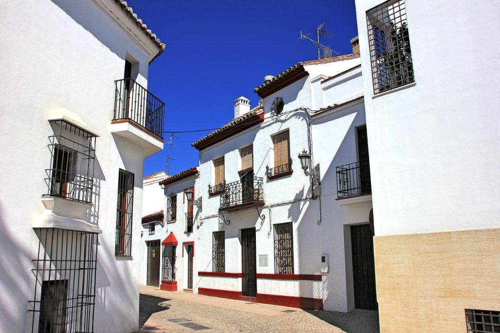 Acheter une maison avec une agence immobilière en Espagne