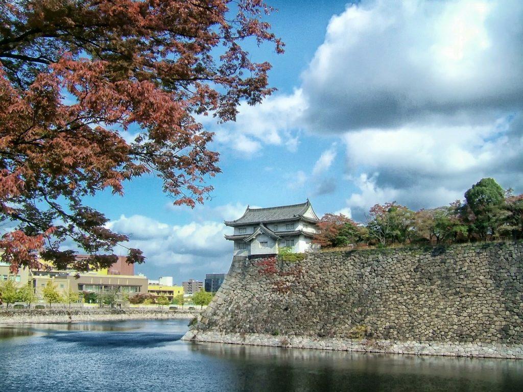 Le château d'Osaka au Japon