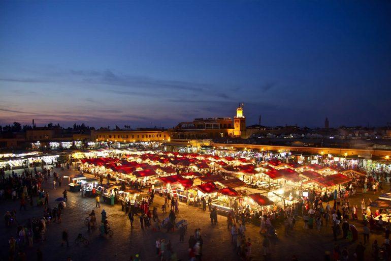 Image de nuit de la ville de Marrakech au Maroc